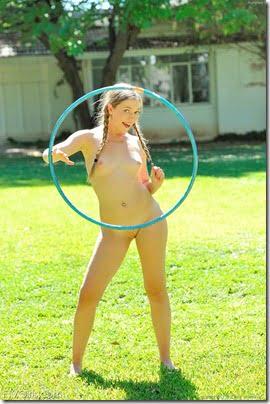 nude-hula-hoop-girl-06