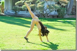 amateur-nude-cartwheels-03