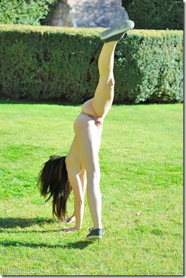 amateur-nude-cartwheels-06