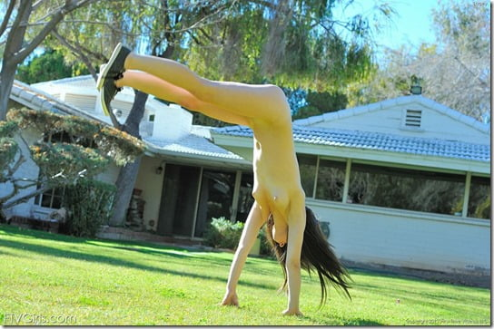 amateur-nude-cartwheels-07